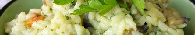 Ingrediente: 1,5 cana orez cu bob rotund 1 lingura de ulei de masline 3 catei de usturoi 2 morcovi 7-8 ciuperci 800 ml supa de pui (sau 1 l de...
