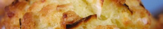 Ingrediente: 180 gr. faina alba sare/piper 1 ou intreg 80 ml lapte 100 ml ulei vegetal 1 praf de copt 100 gr. cas razuit 3 lingurite branza de burduf 1...