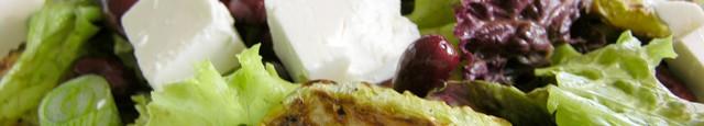 Ingrediente: 1 salata verde (eu am folosit salata de 2 feluri) 1 conserva de fasole rosie 250 gr 1 dovlecel mare 4 cepe verzi 1 ardei kapia rosu 100 gr...