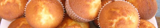 Sambata asta am avut chef de ceva dulce, dar sa fie rapid, simplu si nepretentios, asa ca am recurs la muffins de vanilie. Imi plac mult pentru ca sunt baza...