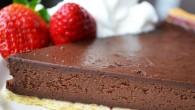 Daca iti place ciocolata iti va placea si tarta aceasta. Este cremoasa, densa, extrem de consistenta. Iar servita cu frisca si caspuni este un deliciu.  Ai nevoie de: Aluat...